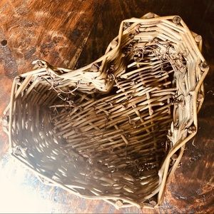 Rustic heart shaped basket 4 for 20 Sale